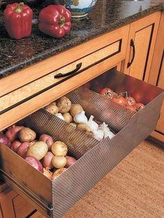 Förvaring är A och O i köket. Helst ska förvaringen både vara estetiskt tilltalande och smart. Här är 11 exempel på både smart och snygg förvaring i köket.