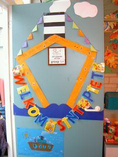 Sinterklaas en zwarte piet Crafts For Kids, Arts And Crafts, Diy Crafts, School Decorations, Too Cool For School, Art Lessons, Ladybug, Kindergarten, December