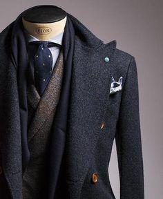 Couleurs / Coupes / Matières (cachemire - laine) / Pochette / Cravate / Motifs
