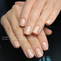The advantage of the gel is that it allows you to enjoy your French manicure for a long time. There are four different ways to make a French manicure on gel nails. Neutral Nails, Nude Nails, Glitter Nails, Gel Nails, Acrylic Nails, Nail Polish, White Tip Nails, Manicure, French Nails