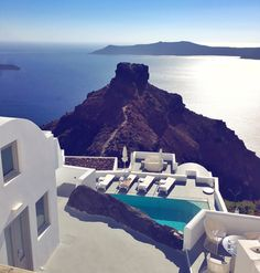 Cel mai frumos hotel în care am stat vreodată - Fine Society Places To Travel, Places To Go, Santorini, Bucket, Spaces, Greece, Buckets, Aquarius, Travel Destinations