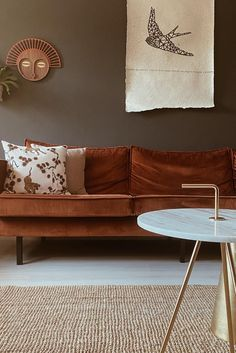 Dark Sofa Living Room, Simple Living Room, Home Living Room, Brown Living Rooms, Sofa Inspiration, Living Room Inspiration, Living Room Color Schemes, Living Room Colors, Lifestyle Fashion