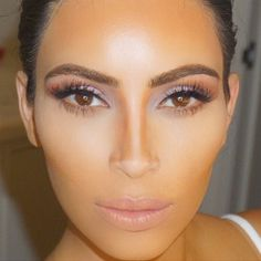Kim Kardashian's Perfect Nose Is Actually a Contouring Hack: Kim Kardashian is clearly the master of contouring and highlighting with makeup. Contour Makeup, Contouring And Highlighting, Beauty Makeup, Hair Makeup, Hair Beauty, Beauty Uk, Brunette Beauty, Makeup Brush, Makeup Remover