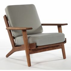Sofa frame and general furniture construction is a very important factor in upholstery and upholstered furniture. Most people look at a beautifully upholstered sofa or armchair and do not see … Chair Design Wooden, Furniture Design, Luxury Office Chairs, Hans Wegner, Wooden Armchair, Wooden Sofa, Wooden Furniture, Cheap Chairs, Design Living Room