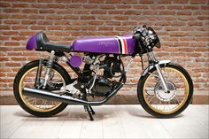 A 125 with some inspiration for my own bike - black engine and pipe, larger from drum and short fender.