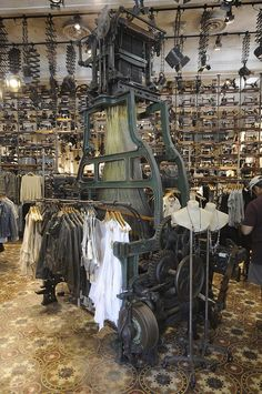 Denim Visual Merchandising_Rustic Industrial Chic Retail Merchandising In Store Display
