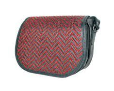 Lovecká kabelka ručne vyšívaná z pravej kože - červené vyšívanie (4) Saddle Bags, Fashion, Moda, Fashion Styles, Fashion Illustrations