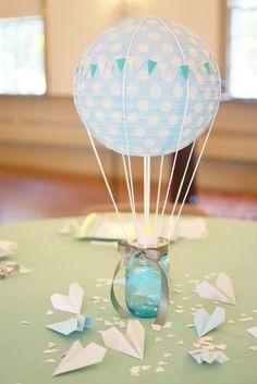 Crea un Centro de Mesa para Baby Shower con una lampara de Papel, una decoración tierna y original