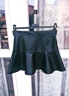 Kup mój przedmiot na #vintedpl http://www.vinted.pl/damska-odziez/spodnice-rozkloszowane/19108815-spodniczka-skorzana-marki-zara-nowa-bez-metek-hit-sezonu-wideo-videoopen