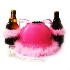 Der Biertrinkhelm Pink ist bei dieser Farbe ein Accessoire - na klar - für den Mann: Auffällig und lustig ist der pinkfarbene Helm ein Gag auf jeder Party und jedem Junggesellenabschied. Zudem ist er noch super praktisch: Bier dabei, Hände frei! Coole Geschenkidee für den selbstbewussten Mann von heute.