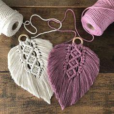 Macrame Wall Hanging Diy, Macrame Art, Macrame Design, Macrame Projects, Macrame Knots, Crochet Projects, Macrame Bracelets, Macrame Thread, Loom Bracelets