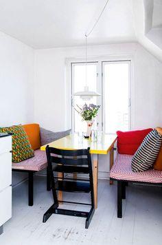 Anja og Rasmus Gottliebsen er ikke bange for at skille sig ud med deres boligindretning. Gør dig klar til at blive blæst omkuld af deres vilde farveeksperimenter, humoristiske indslag og vidt forskellige døre.