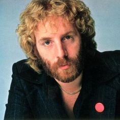 June 2011 - Andrew Gold, American singer, musician and songwriter. died at Gold died in his sleep, apparently from heart failure, in Los Angeles after having been treated for renal cancer. Burial location is unknown. Live Music, Rock Music, Andrew Gold, Ex Husbands, Eric Clapton, Golden Girls, Kinds Of Music, American Singers, We The People