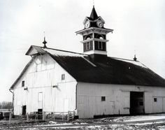 This old barn was on Lebanon Road in Danville, Ky. for many, many years....