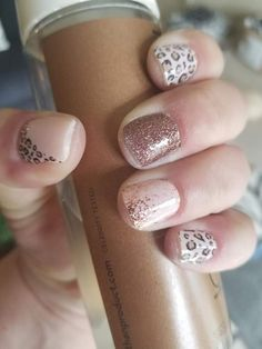 This is quite the cute look in Trendspotter with Sahara Jewel on the middle finger and Coming Up Rose Gold on the ring finger. Another great use of Accent nails. Have you got your accent nails yet? Get Nails, Fancy Nails, Love Nails, How To Do Nails, Pretty Nails, Hair And Nails, Nail Color Combos, Nail Colors, Accent Nails