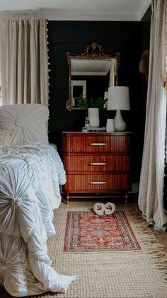 Home Bedroom, Cabin Bedrooms, Bedroom Decor, Decoration Inspiration, Room Inspiration, Vintage Home Decor, 1920s Home Decor, Eclectic Decor, New Room