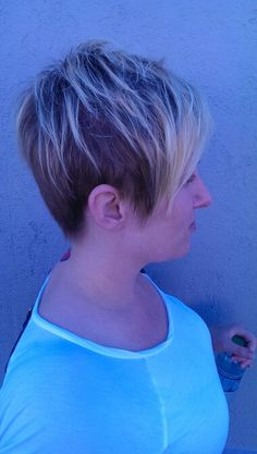 Short textured hair cut with baleage blonde highlights www.ginawillcutyou.com