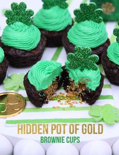 Pot of Gold Brownie Cups St. Patrick's Day Hidden Pot of Gold Brownie Cups! Patrick's Day Hidden Pot of Gold Brownie Cups! St Patricks Day Cupcake, St Patricks Day Food, St Patricks Day Deserts, Cupcake Recipes, Cupcake Cakes, Dessert Recipes, Disney Cupcakes, Party Recipes, Dinner Recipes