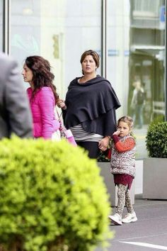 Mirka and one of the twins (entah Charlene Riva or Myla Rose.) last week in Zurich.