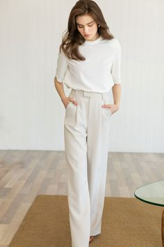 Cream Trousers Outfit, Slacks Outfit, White Pants Outfit, White Slacks, Women's Pants, Classy Work Outfits, Business Casual Outfits, Professional Outfits, Business Fashion