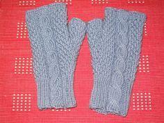 Ulla 02/06 - Neuleohjeet -Polysemiakämmekkäät Wrist Warmers, Fingerless Gloves, Knitting, Crochet, Google, Fashion, Caps Hats, Dots, Gloves