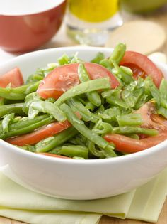 Ensalada de tomates con porotos verdes Chilean Food, Healthy Salads, Healthy Recipes, Chilean Recipes, Easy Cooking, Green Beans, Spinach, Main Dishes, Dining