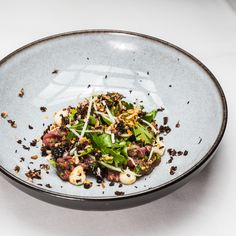 Ebenso schön wie die Tischdeko ist im Restaurant Le Faubourg im Sofitel Hotel, auch das Essen: Kohlrabi, Parmesan, Estragon mit  Pilzen und Amaranth