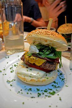 Mother burger resto lille White Restaurant, Bons Plans, France Travel, Hamburger, Ethnic Recipes, Mojitos, Jean Baptiste, Food, Direction
