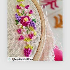 @cigdemdceliktas Nostalji şarkılar eşliğinde işlemeye devammüzik kutumda söyleyen sanatçı ise Ümit Besenhey gidi günler diyesim geldi birdenkeyifli hafta sonlarınız daim ola efenim Follow my instagram if you love embroidery : ➡ @we_love_embroidery Love to tag? Please do!⤵ * . . . . Credit:@handmadevillage_ #embroidery,#embroideryart,#embroideryhoop,#embroideryinstaguild,#embroiderydesign,#embroideryartist,#embroideryfloss,#embroiderylove,#embroideryhoopart,#embroiderydres...