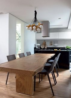 House of women in Sao Paulo Dining Room Table Chairs, Apartment Kitchen, Beautiful Kitchens, Home Interior Design, Kitchen Dining, Sweet Home, Furniture, Home Decor, Madeira Natural