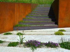 garten modern gestaltet metallplatten treppen bodendecker Freiraum Architektur