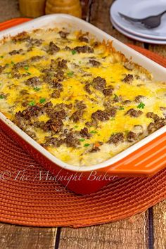 Cheesy Beef & Potatoes Casserole - The Midnight Baker - Beef Recipes Potato Dishes, Beef Dishes, Food Dishes, Main Dishes, Hamburger Dishes, Crockpot Dishes, Hamburger Recipes, Potato Soup, Baked Potato