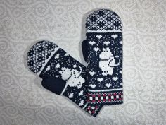 These beautiful hand-made mittens are designed specifically for adults. They simply look adorable and at the same time feel soft and cozy! The mittens have two layers and made from 100% organic wool to ensure your comfort level. It's not only the design that makes them stand out but also the quality! Measures approximately :  Size XS/S: 8 cm (3.15) of the widest part of hand  Size M/L 8,5-9 cm (3,35-3,54 ) of the widest part of hand  These mittens are wool, so should be hand washed in…