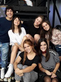 Jorge, Katja, Carolina, Ana Jara e Malena Best Tv Shows, Best Shows Ever, New Disney Channel Shows, Spanish Tv Shows, Son Luna, Teenager Outfits, Cute Halloween, Lund, Kylie Jenner