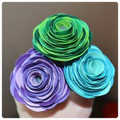 Flower Pens - Vinyl or duct tape. go to the duct tape website - they give a step… Duct Tape Pens, Duct Tape Rose, Duct Tape Flowers, Tissue Paper Flowers, Fabric Flowers, Washi Tape, Duct Tape Projects, Duck Tape Crafts, Diy Craft Projects