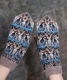 Ravelry: Jaybirds Mittens pattern by Natalia Moreva Mittens Pattern, Knit Mittens, Knitted Gloves, Fingerless Gloves, Knit Socks, Bird Patterns, Crochet Patterns, Diy Bird Cage, Wooden Bird Feeders