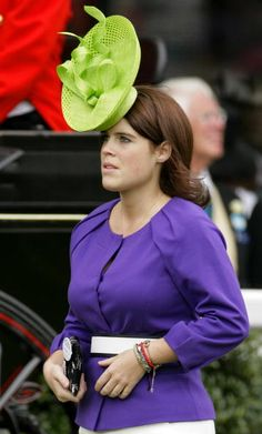 How the heck does that hat stay on??? Princess Eugenie