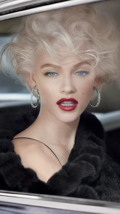 """Old Hollywood"" Glamour Short Curly Hair, Curly Hair Styles, Beauty And Fashion, Fashion Hair, Fashion Photo, Pretty Face, Makeup Inspiration, Fashion Inspiration, Beautiful People"