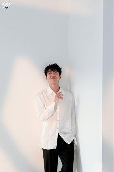 Korean Men, Korean Actors, Namgoong Min, Perfect Model, Pose For The Camera, Korean Entertainment, Korean Artist, Scene Photo, Beautiful Smile