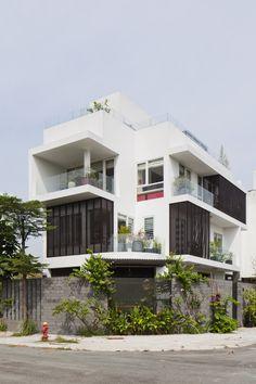 Modern Urban Garden Design Ideas to Try in 2018 Modern Family House, Modern House Plans, Modern House Design, House Floor Plans, Br House, House Roof, Facade House, Urban Garden Design, Style At Home