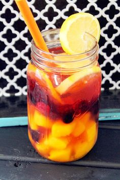 Detox Water Recipes That Will Help You Lose Weight Fast Drinking Detox Water is a super easy way to lose weight FAST! You have to try these detox water recipes TODAY!Drinking Detox Water is a super easy way to lose weight FAST! You have to try these detox Infused Water Recipes, Fruit Infused Water, Infused Waters, Flavored Waters, Water Infusion Recipes, Fruit Water Recipes, Healthy Detox, Healthy Drinks, Healthy Water