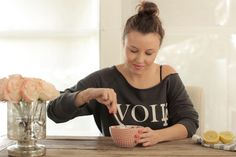 Update: This story was originally published on September 3. Inspired by the book French Women Don't Get Fat by Mireille Guiliano, we're showing you how to make an über healthy yogurt breakfast. This breakfast is the perfect little bowl of health. It's loaded up with tons of protein, omega-3 fatty acids, and lemon that will keep you full all the way through lunch. French women really do do it best. Click through to see how it's done! Related: What To Cook For Labor Day