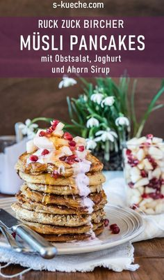 Bircher muesli pancakes fluffy and soft with fresh fruit and yoghurt - Bircher muesli pancakes fluffy and soft, with oat muesli, fresh fruit salad and yoghurt, quickly ba - Fluffy Pancakes, Banana Pancakes, Fresh Fruit Salad, Raspberry Sauce, French Toast Casserole, 30 Minute Meals, World Recipes, Winter Food, Yummy Food