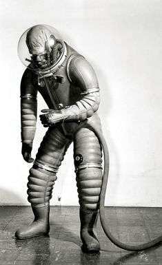 Early spacesuit (via Spacesuit : Les dessous d'Aldrin). S)
