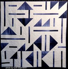 Water Mirror by Carolina Asmussen (Connecticut). Photo by Quilt Inspiration: Modern Quilt Month Star Quilt Patterns, Modern Quilt Patterns, Modern Quilting Designs, Quilt Designs, History Of Quilting, Bright Quilts, Geometric Quilt, Half Square Triangle Quilts, Medallion Quilt