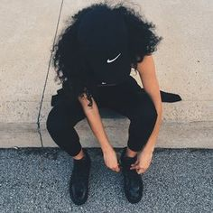 Find images and videos about girl, fashion and style on We Heart It - the app to get lost in what you love. Tomboy Fashion, Fashion Killa, Chill Outfits, Dope Outfits, Fashion Outfits, Nike Fashion, Afro, Mode Instagram, Curly Hair Styles