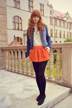 Blue-jeans-stradivarius-chaqueta-zanahoria-naranja-hm-shorts_400