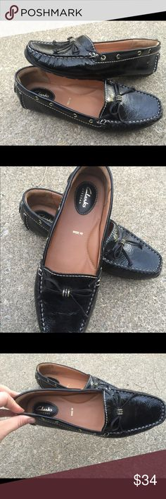 Women's Clarks Artisan Black Leather Loafers 8W Women's Clarks Artisan Black Leather Loafers 8W. Excellent Condition Clarks Shoes Flats & Loafers