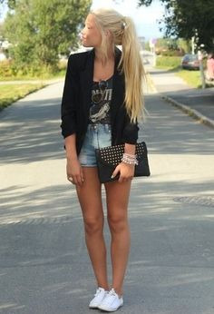 Blazer tee & high waisted shorts dressed up with a clutch...oh yes! | 37 Fashionable Combinations With Shorts