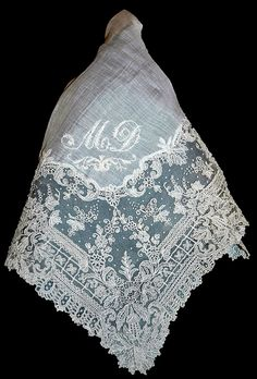 mouchoir de dentelle. This also would be very pretty for a chapel veil.
